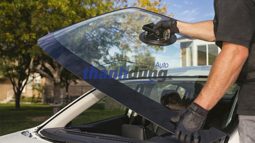 Hướng dẫn cách lắp kính chắn gió ô tô tại nhà